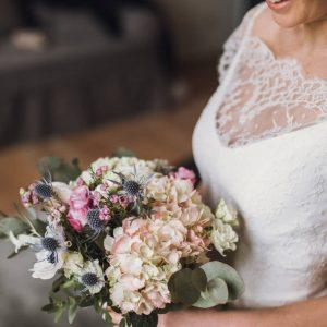 Bouquet de marié doux et champêtre