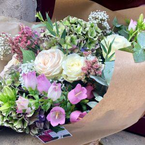 bouquet de fleurs fraiches choix du fleuriste rose