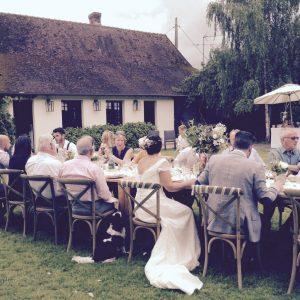 Composition florale décoration de table mariage romantique
